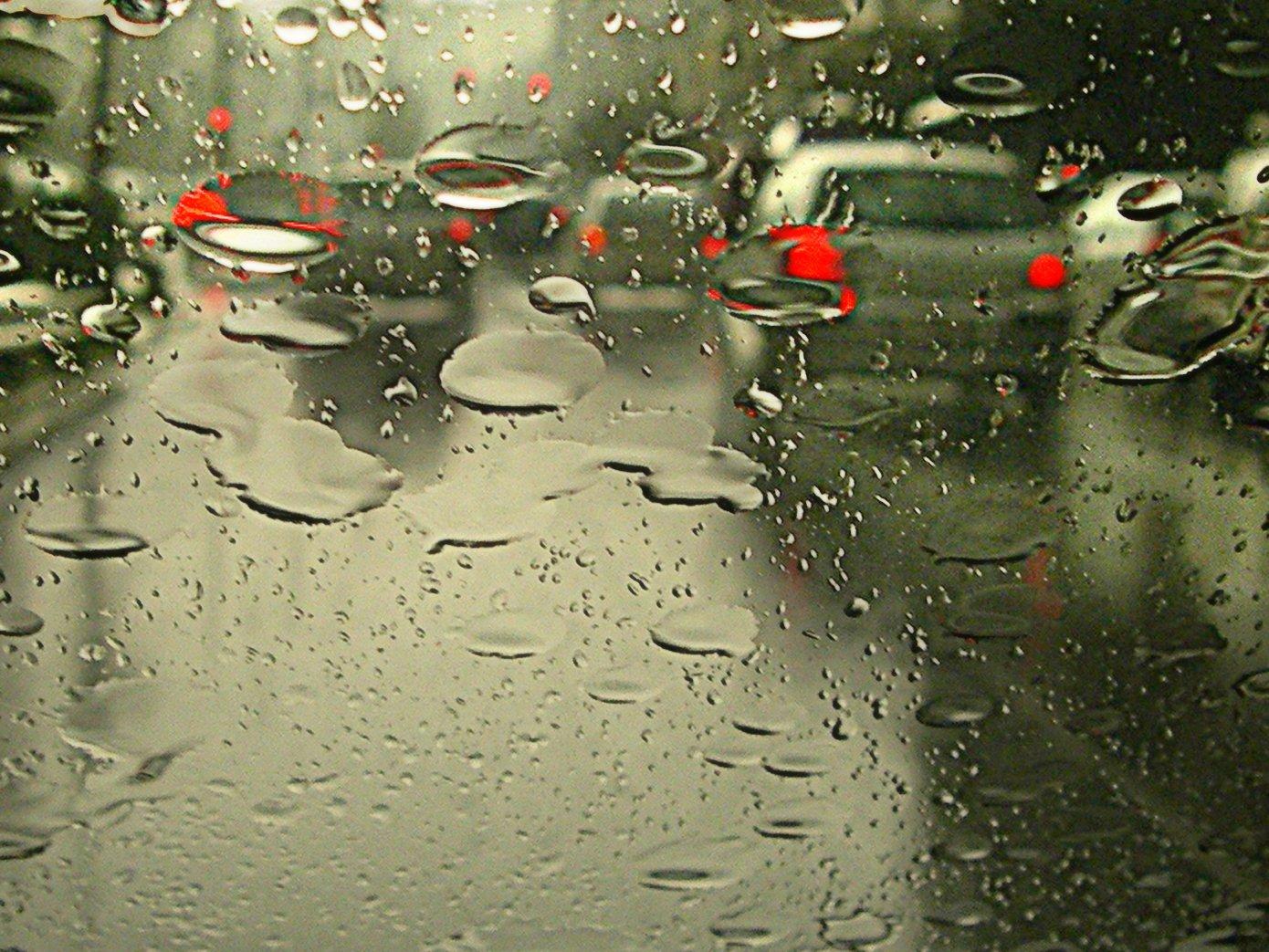 Os cuidados ao dirigir sob chuva