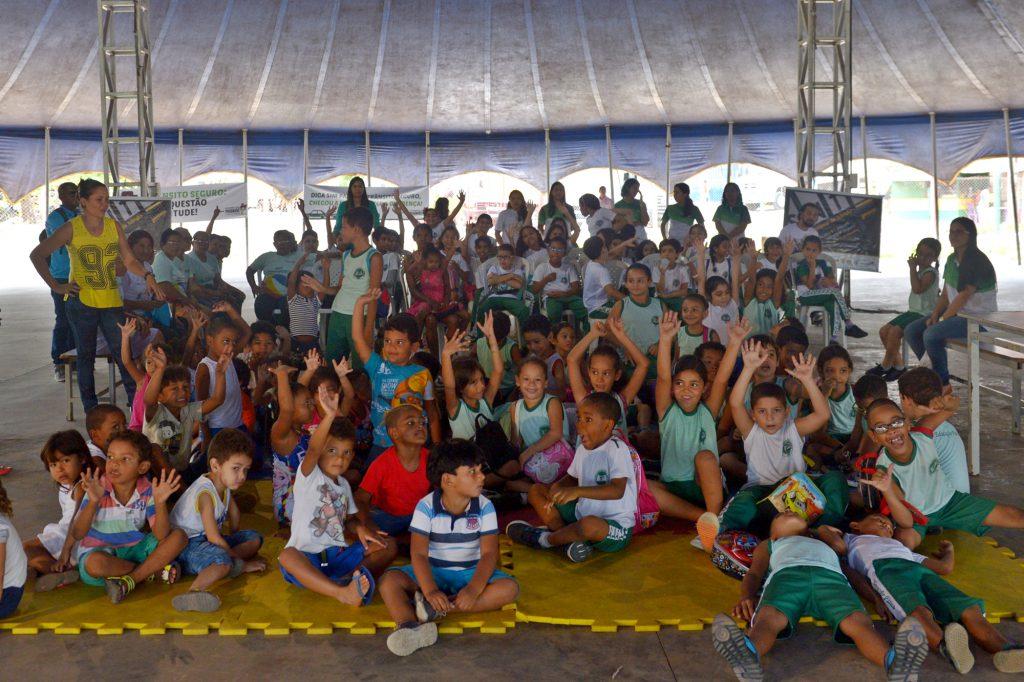 Detran realiza ação educativa para crianças no Circo Escola