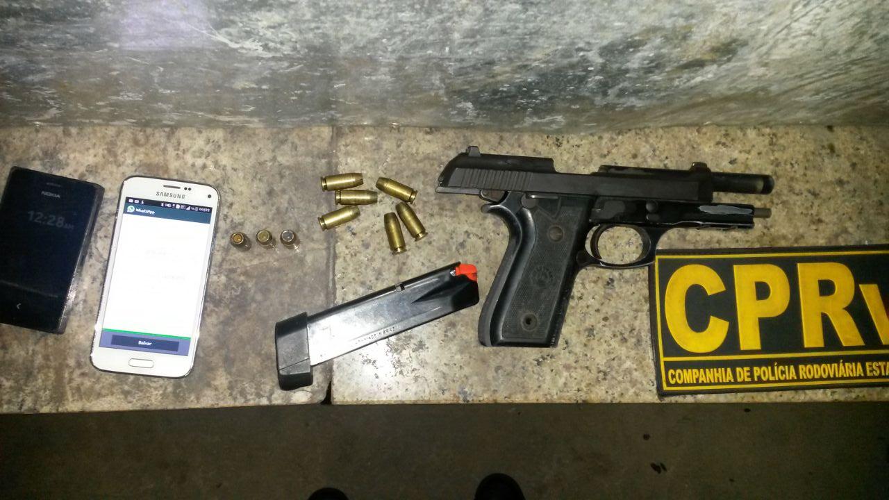 Operação Lei Seca prende motorista em flagrante com arma de uso restrito