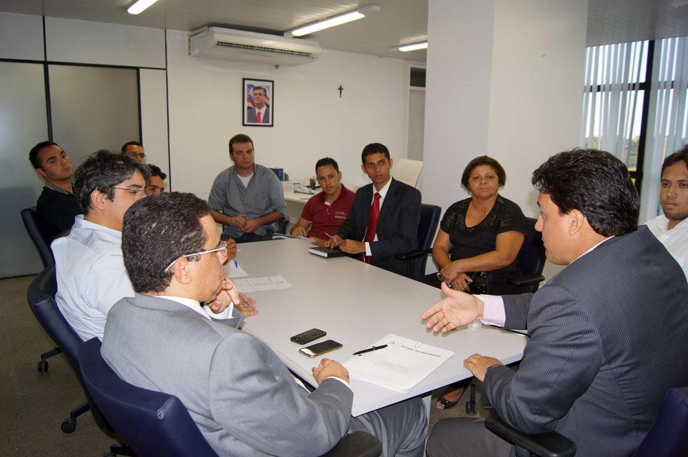 Governo fortalece diálogo com servidores do Detran