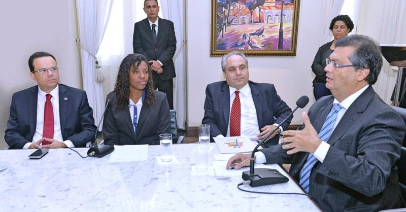 Flávio Dino sanciona projeto que garante CNH gratuita para estudantes
