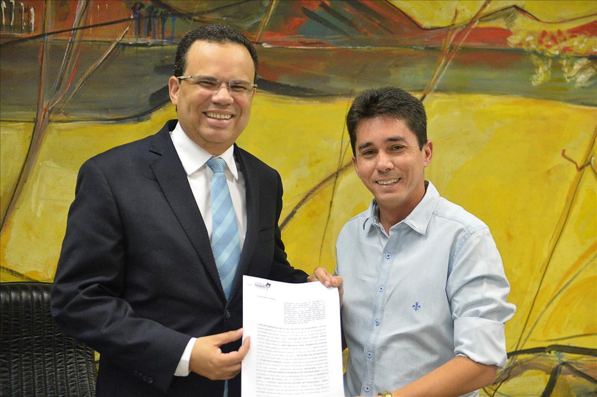 Prefeituras de Estreito e Arari firmam convênio com o Detran-MA para a municipalização do trânsito