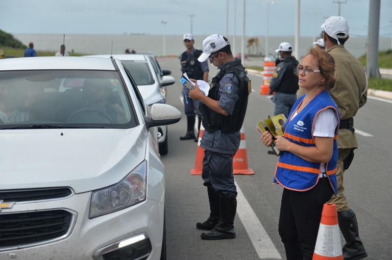 Operação Lei Seca fiscaliza motoristas na saída das praias de São Luís