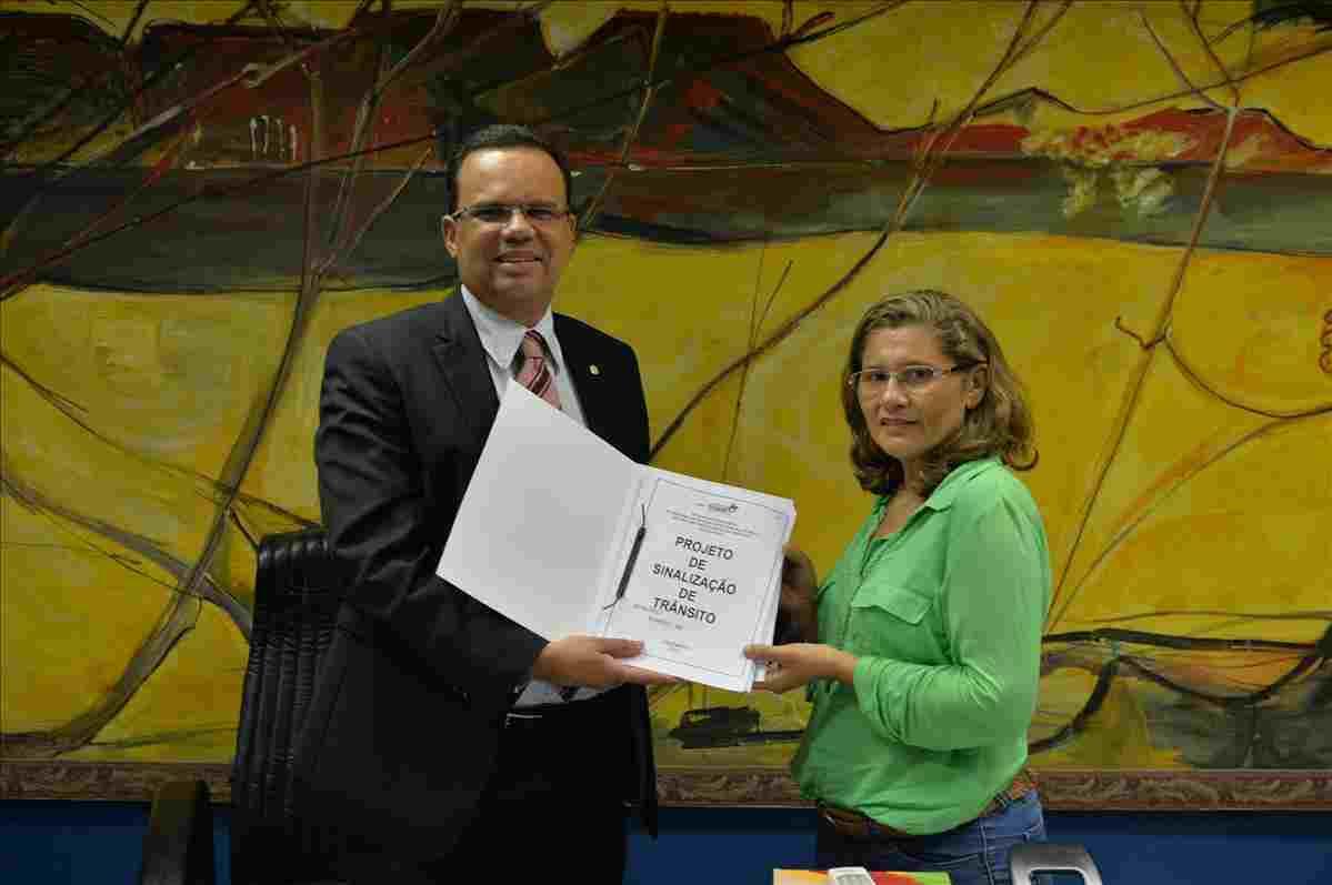 Detran-MA entrega projeto de sinalização para a cidade de Morros