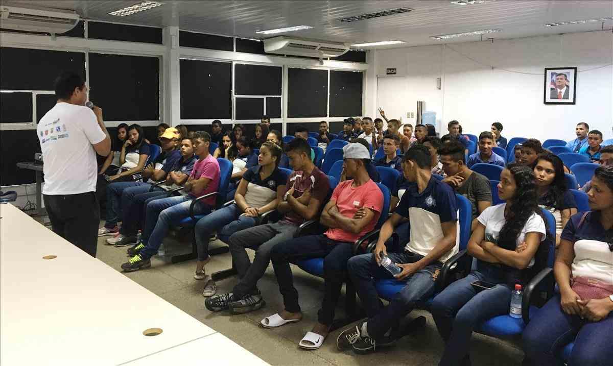 Estudantes de Raposa participam do projeto 'Conhecendo o Detran'