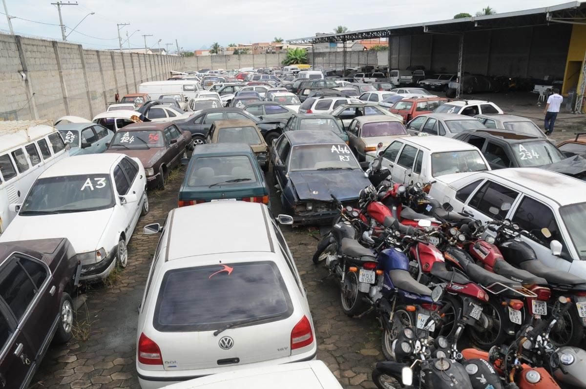 Governo do Estado inicia processo para concessão de novos pátios para veículos apreendidos